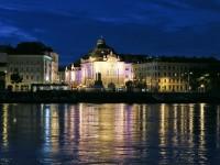 Vyletná plavba, nočná Bratislava
